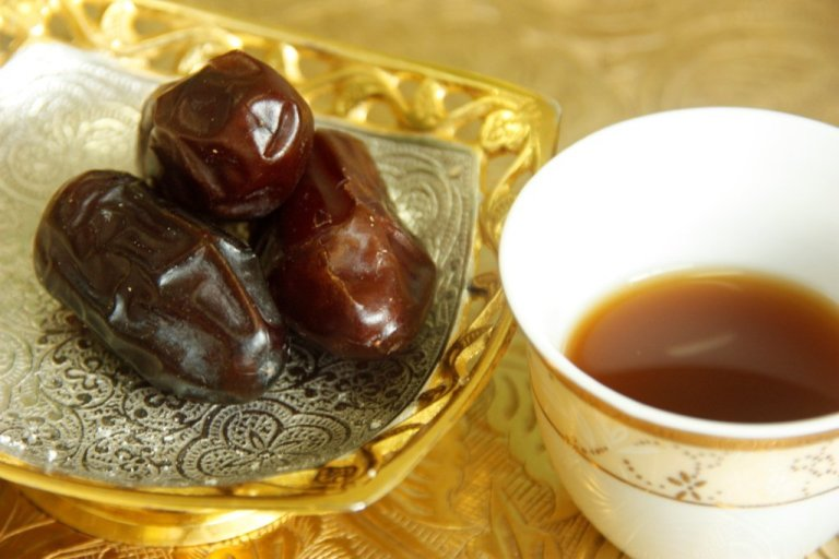 Arabic coffee with traditional dates (photo courtesy of Arabic Zeal)