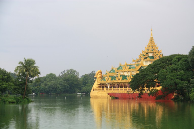 Kandawgyi Park and Lake