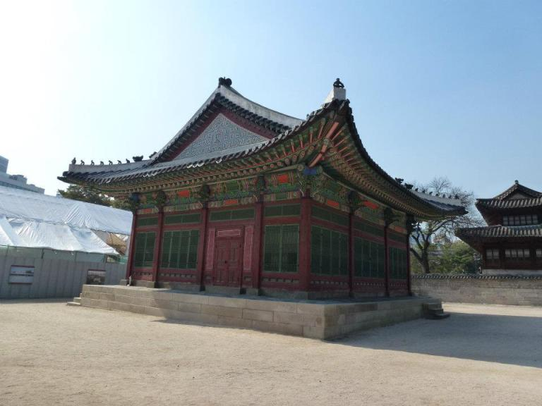 An example of Korean architecture at Deoksugung Palace