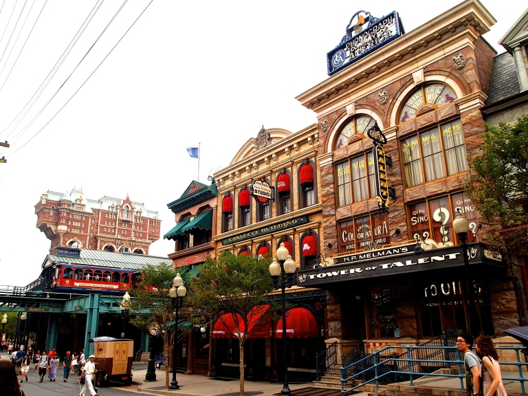 The American Waterfront reminds us of the early 1900s in New England