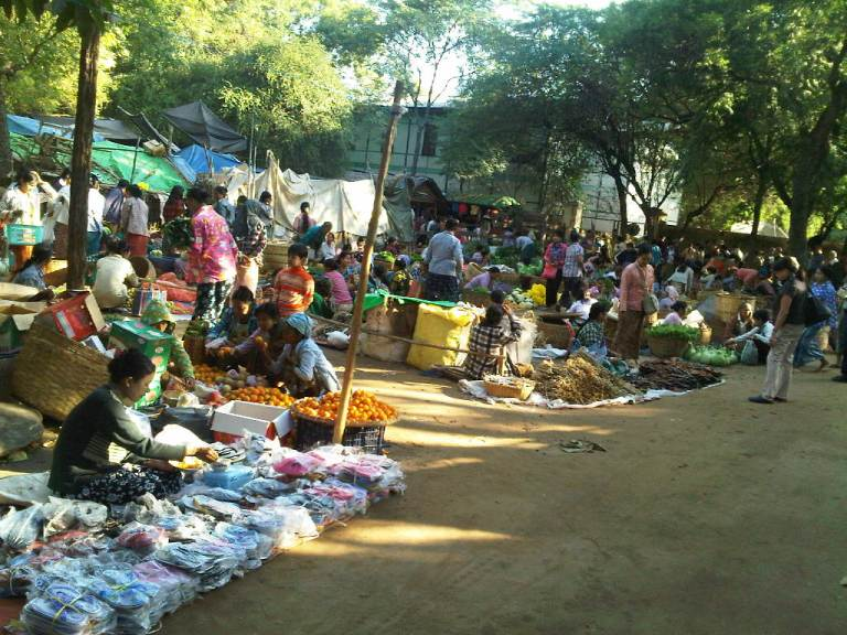 A morning market in Nyaung-U