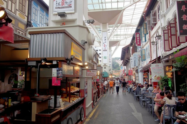 Food in Singapore's Chinatown is cheap and cheerful!