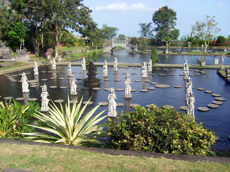 Beautiful gardens and statues