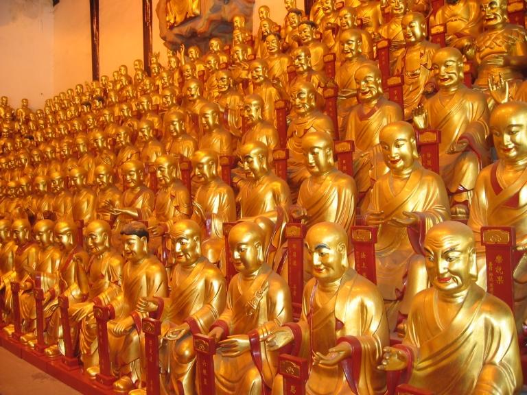 Buddha statues inside Long Hua