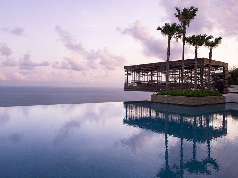 The infinity pool at Alila Uluwatu (Photo: Theluxtraveller)