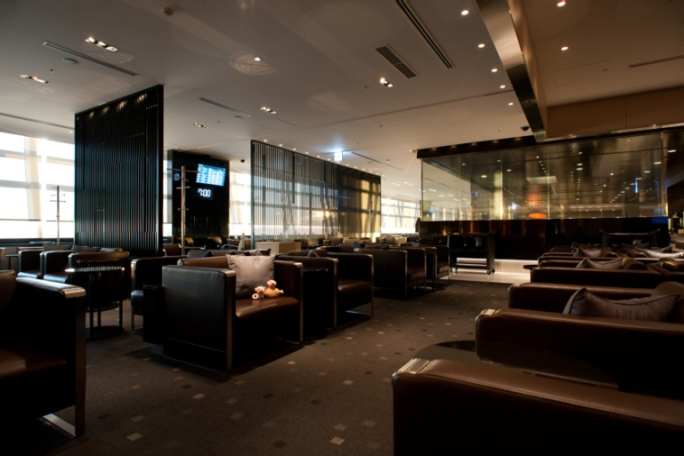 The All Nippon First and Business Lounge at Tokyo Narita Airport