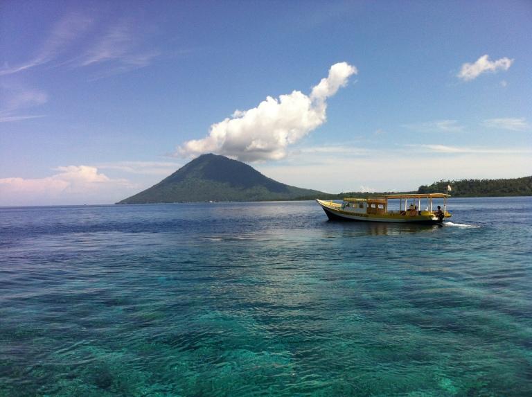 how to get to bunaken island