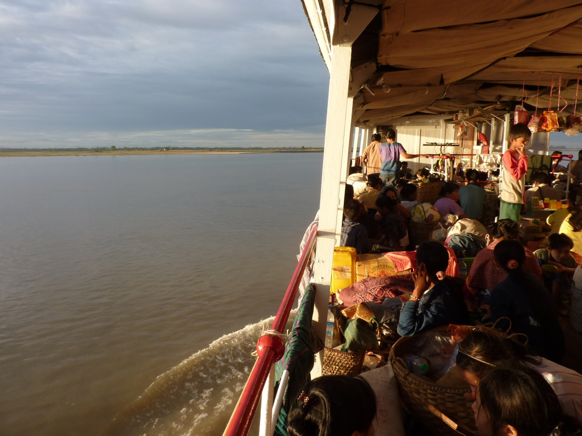 Travelling between Bagan and Mandalay