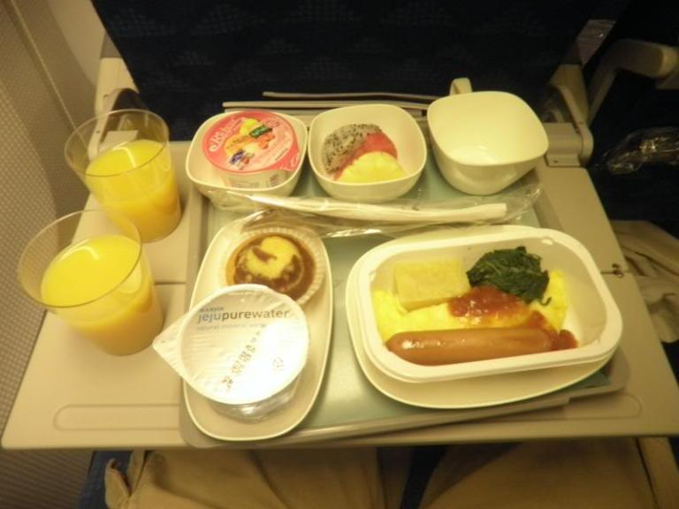Korean Air's typical economy class meal