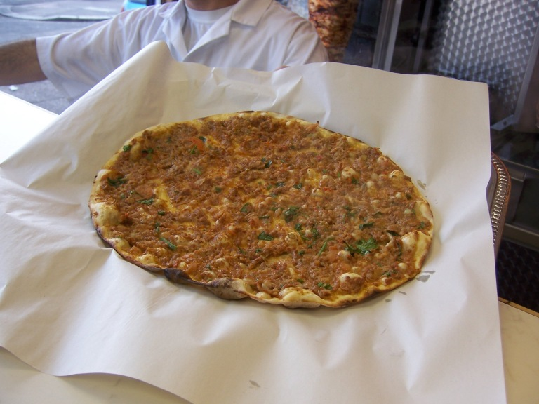Lahmacun: the Turkish pizza