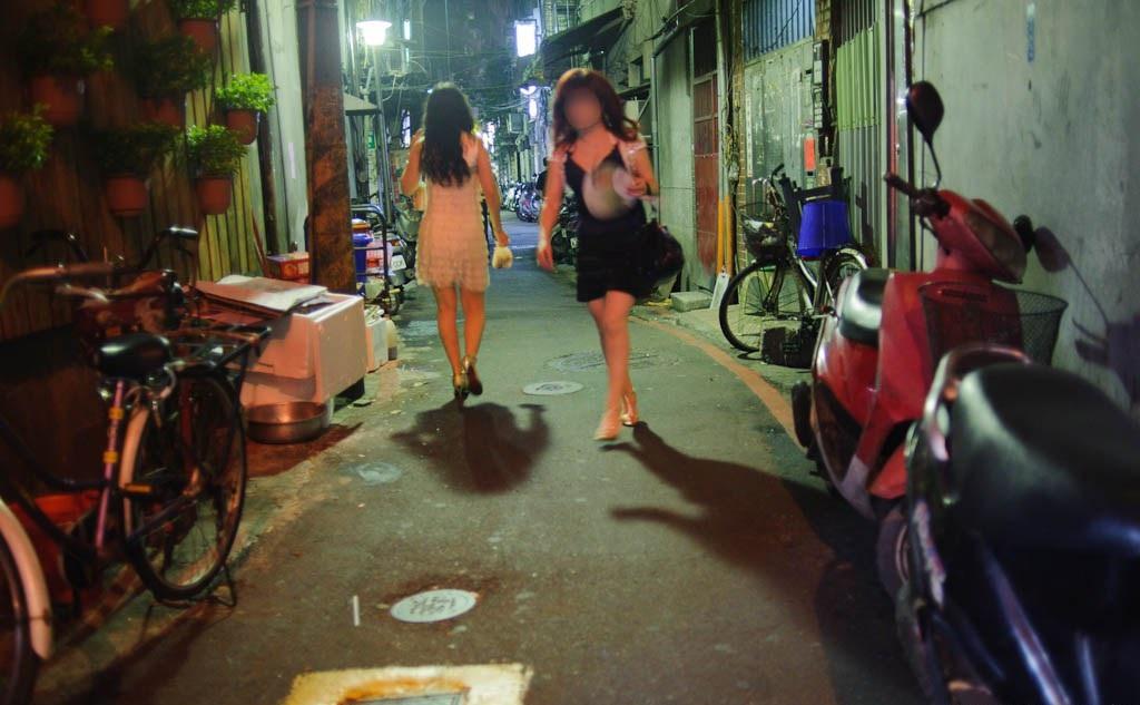 Teen girls in Taipei