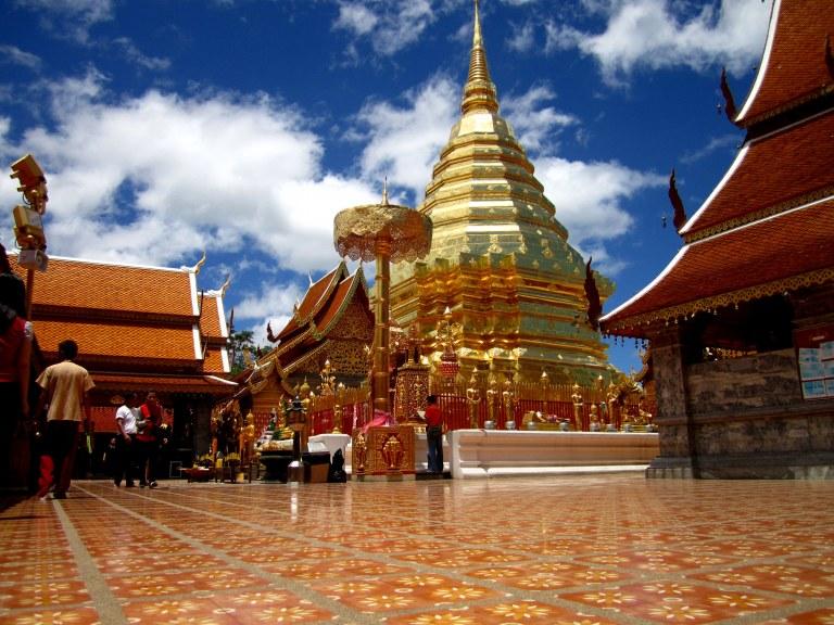 Dead elephants and Buddha's bones at Wat Phra That Doi ...
