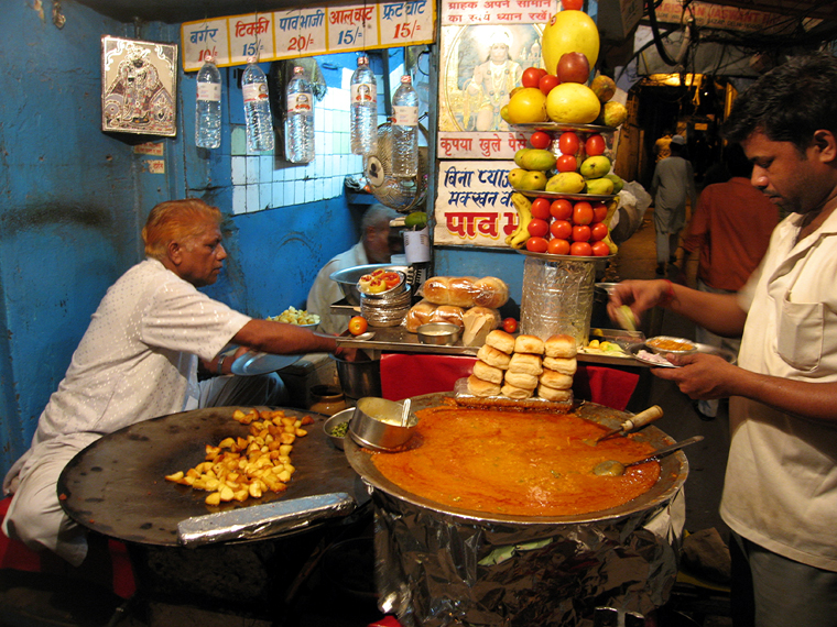 The markets of India are great place for food!