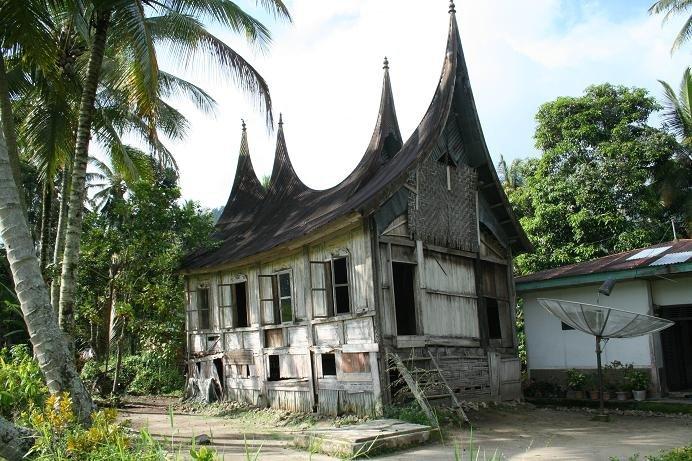 Mingling with the Minangkabau – backpackerlee