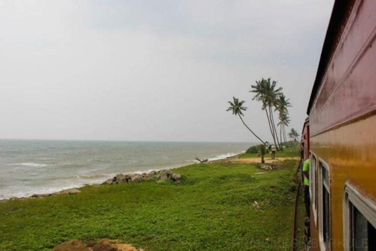 srilankacoastaltrain
