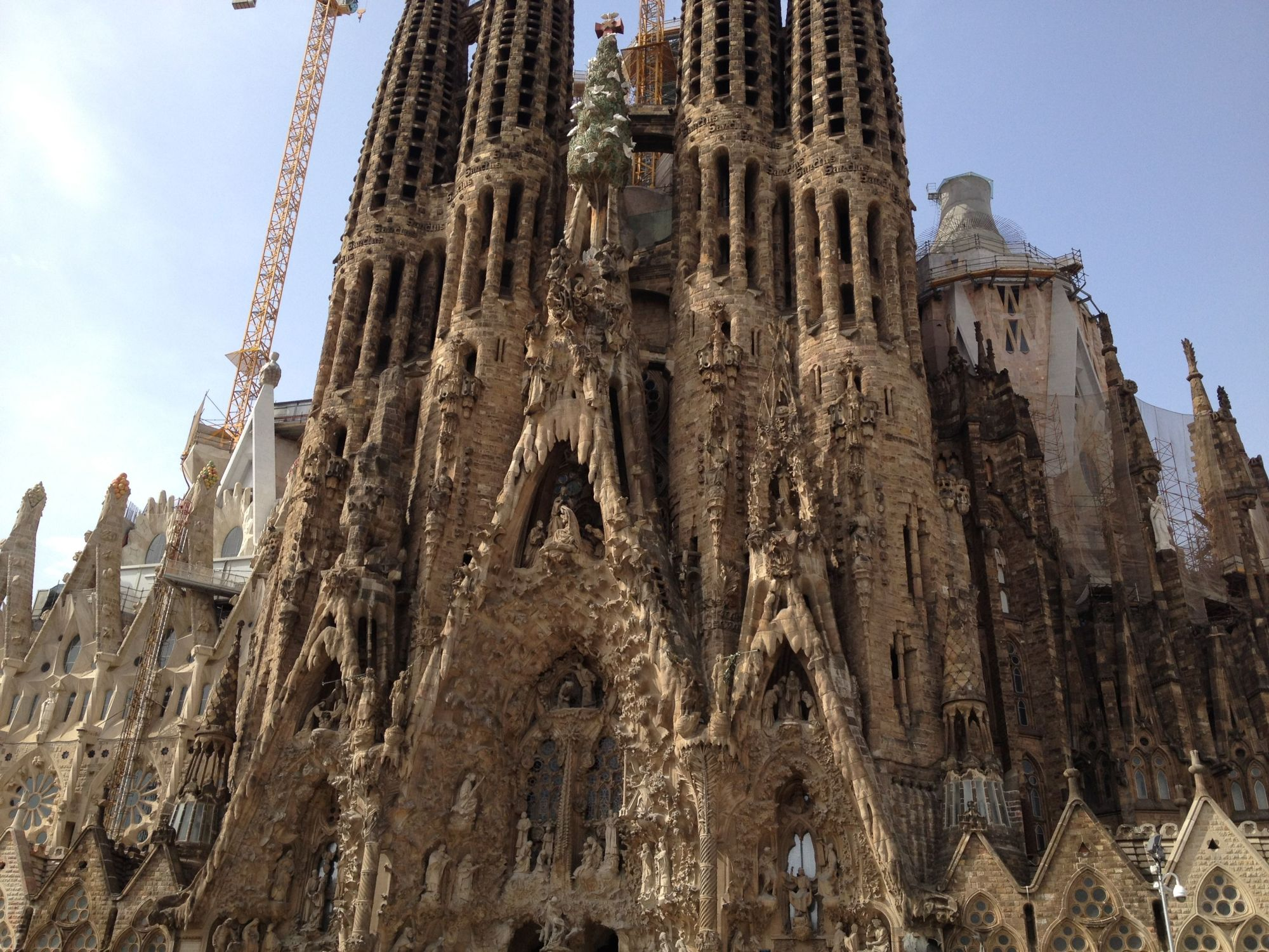 La Sagrada Familia Gaudi S Incomplete Masterpiece Backpackerlee
