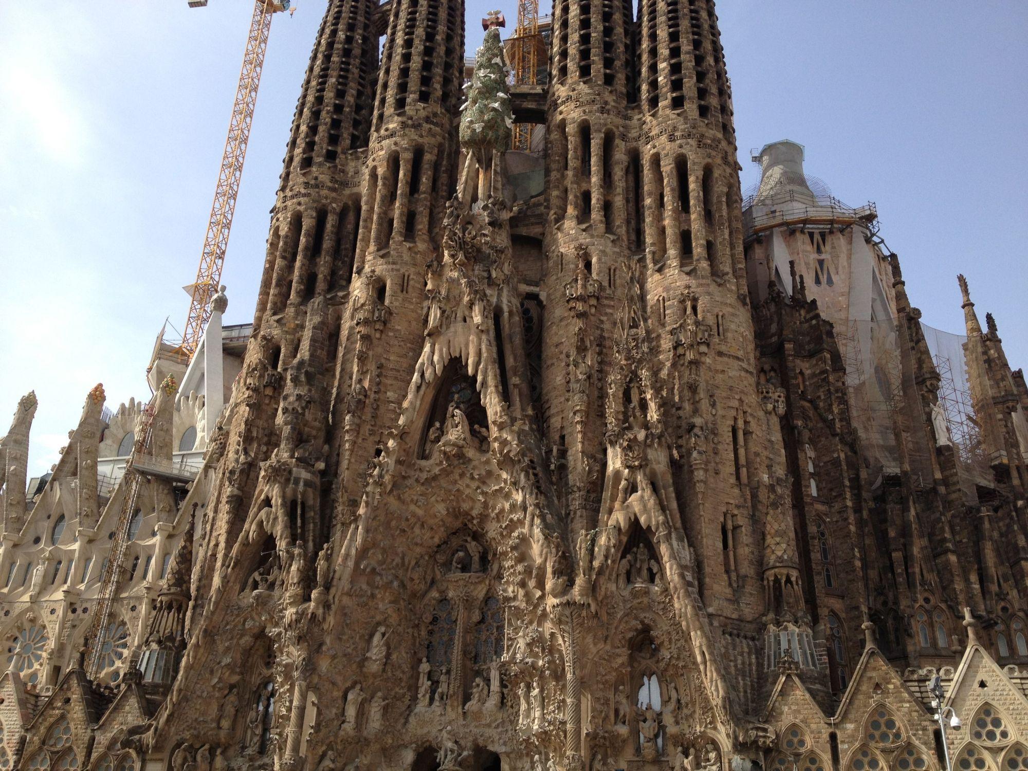La sagrada fam lia gaud s incomplete masterpiece for La sagrada familia church