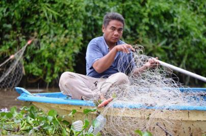 Local fishermen use the Kinabatangan as a source of food