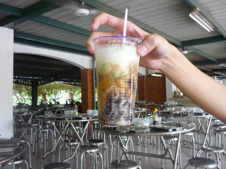 Che is a wonderful Vietnamese yogurt-like drink