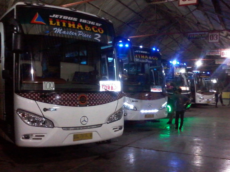Litha coaches that depart from Makassar Bus Terminal are clean, generally safe, air-conditioned, but not all of them have toilets!