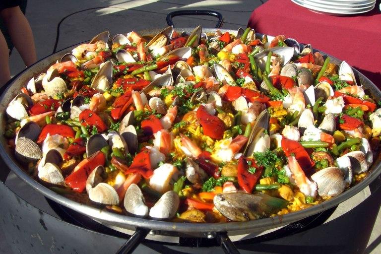 Paella (seafood paella)