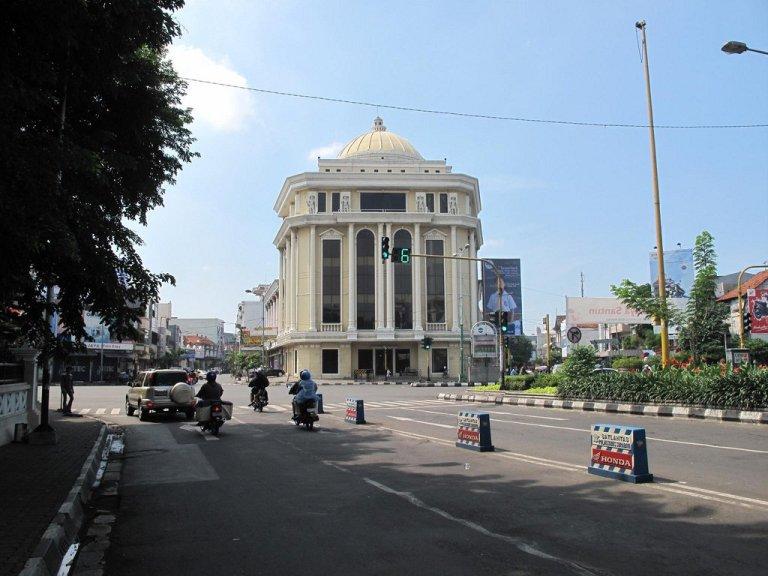 Surabaya is a pretty unremarkable Javan city