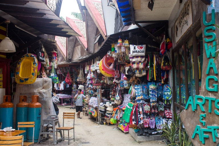 Souvenirs shops near the beaches (nothing too expensive)