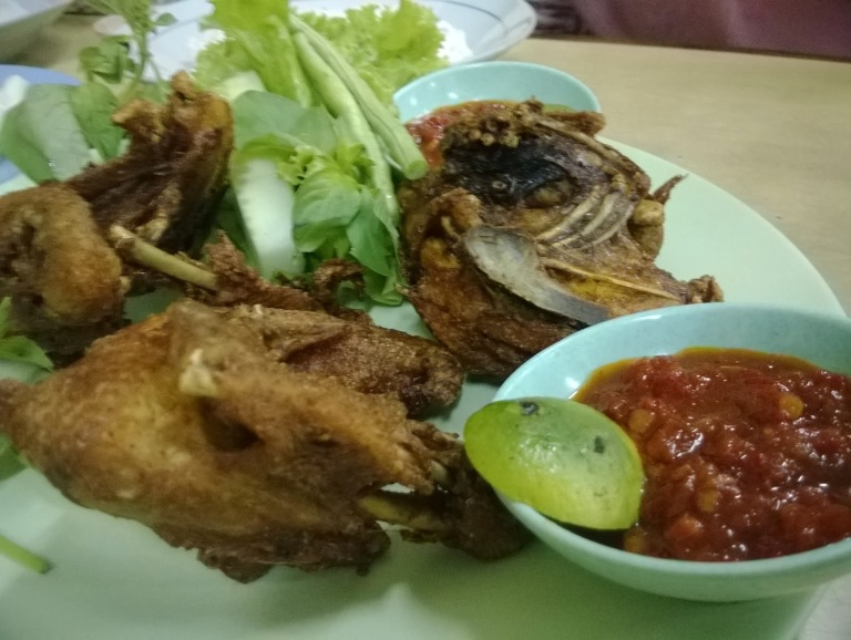 Ayam Goreng with plenty of sambal