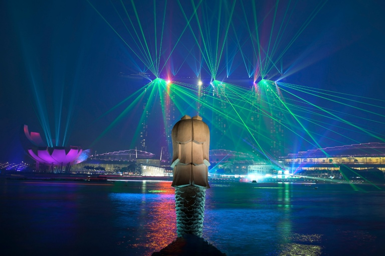 Wonder Full - a night time light and laser show over Marina Bay!