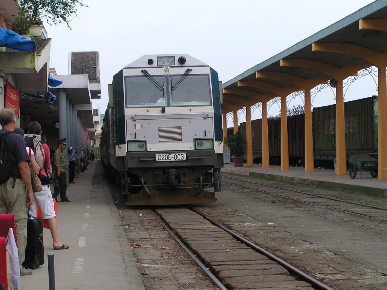 Pulling in to Hue station, about half way down the line