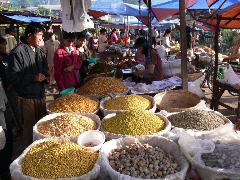 Market day in Yangon