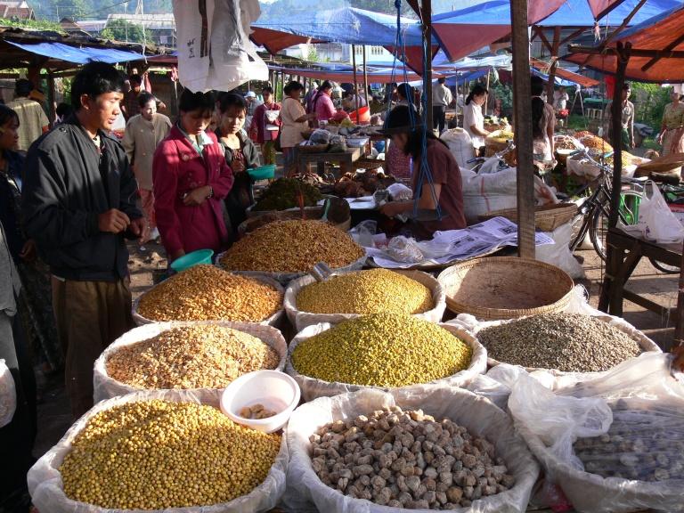 Market day in Yangon