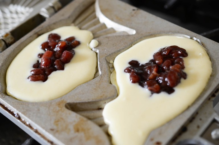 Koreans love to fill their Bungeoppang with red bean (photo; Kimchimari)