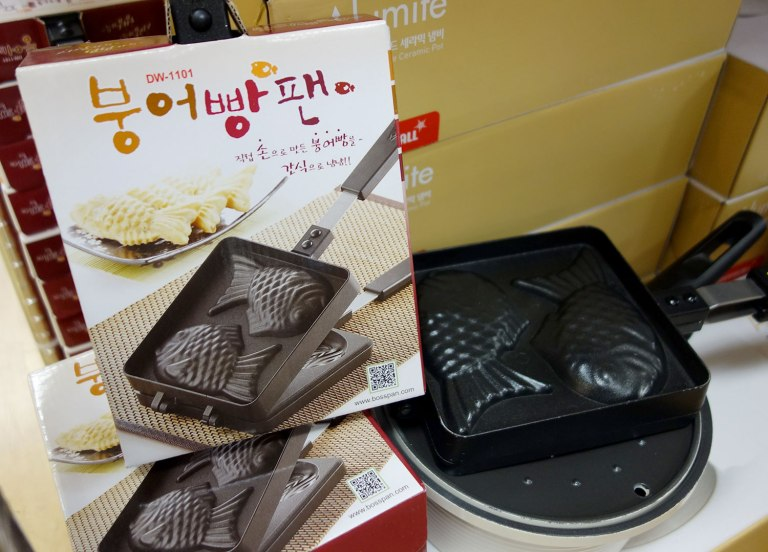 The waffle iron at the ready! (photo: Kimchimari)