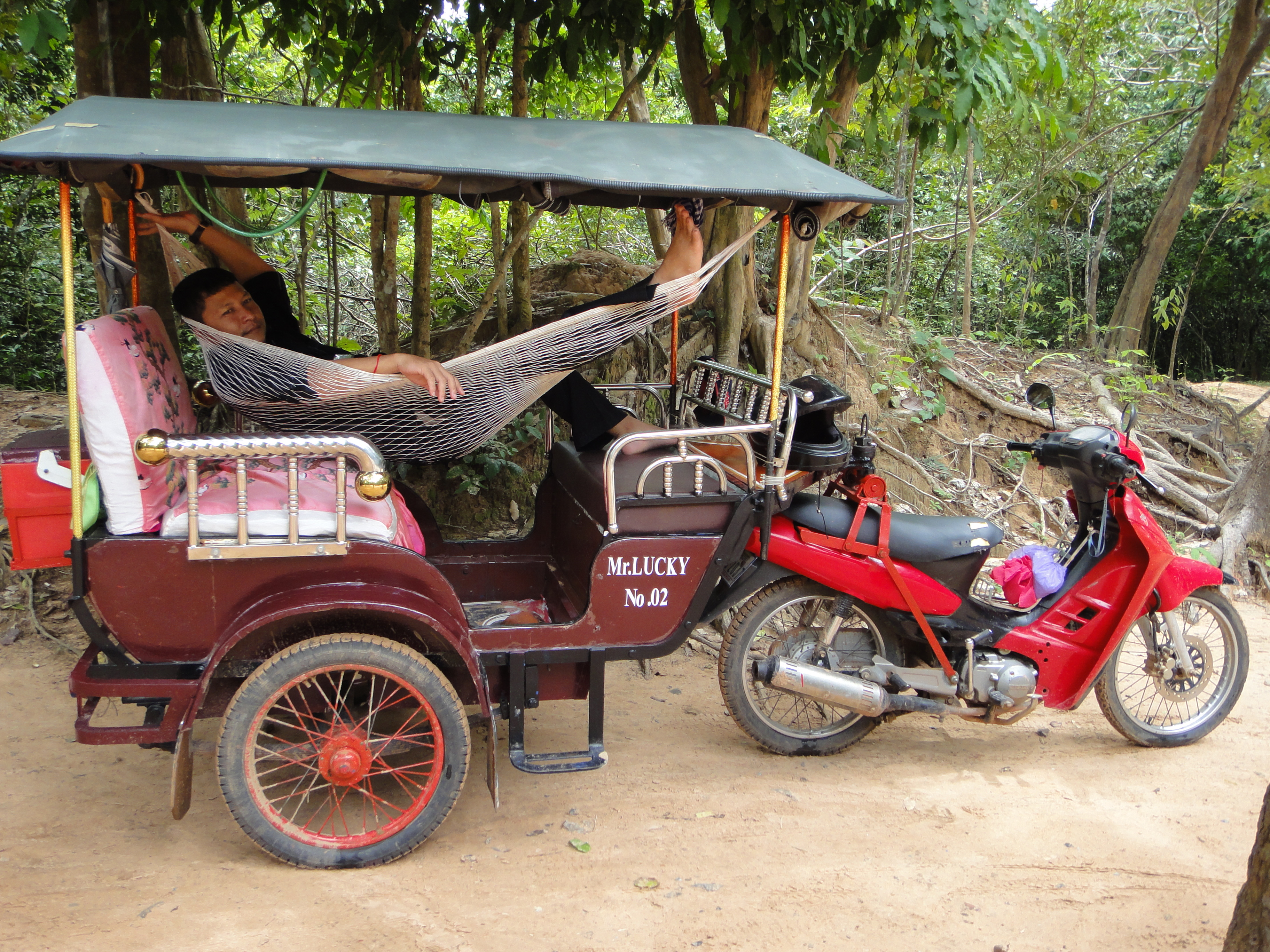 Backpacking in Cambodia: Siem Reap or Sihanoukville?