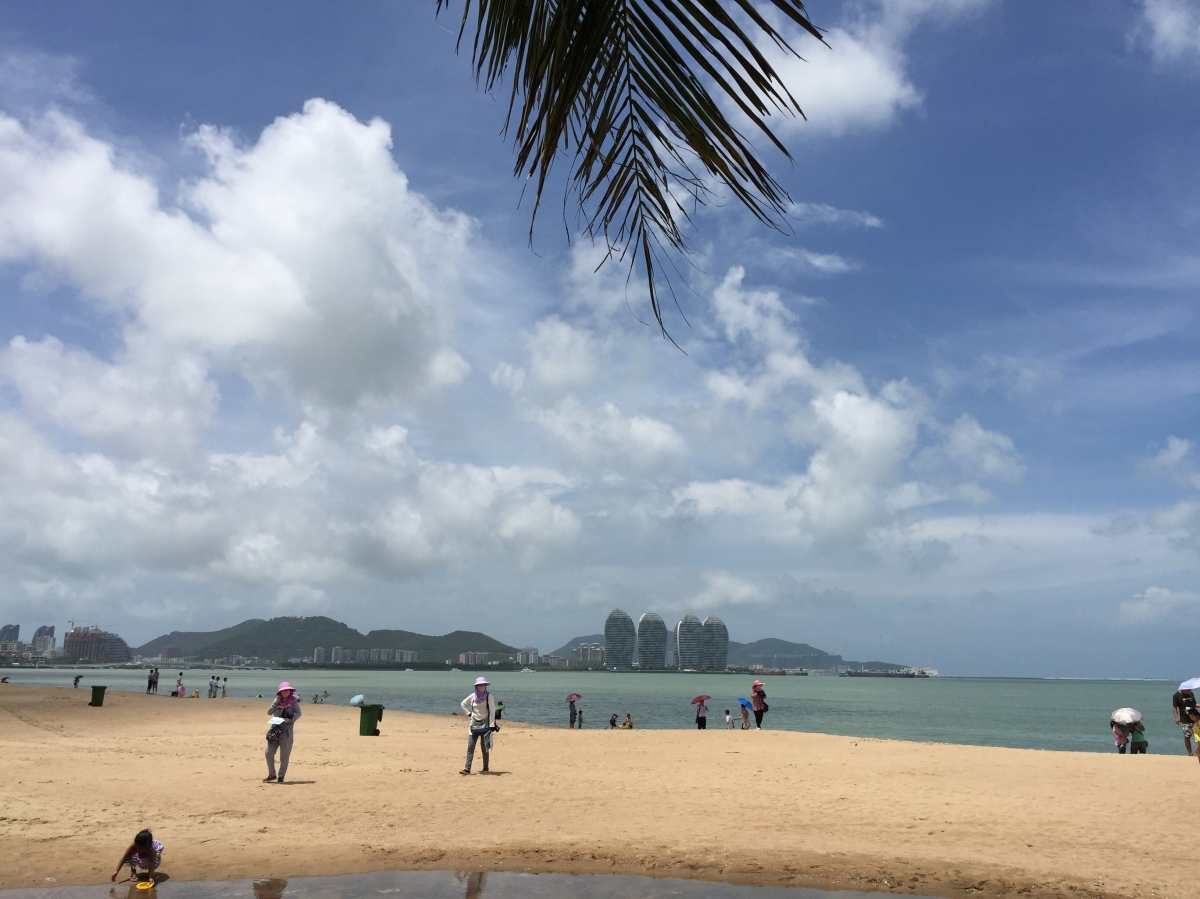 Hainan: Backpacking among the Billionaires